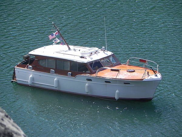 Chris-Craft Cabin Cruiser