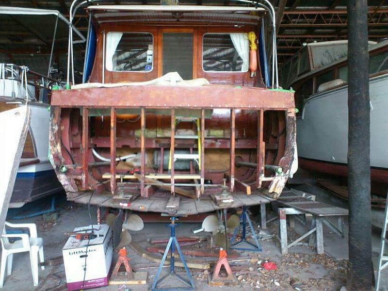 1930's Chris-Craft Cruiser - before the new transom