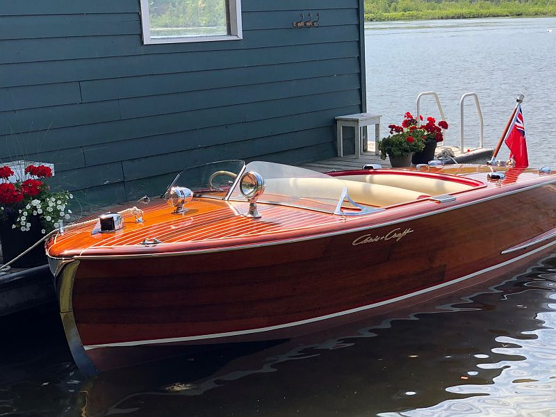 Chris-Craft Riviera: 18'