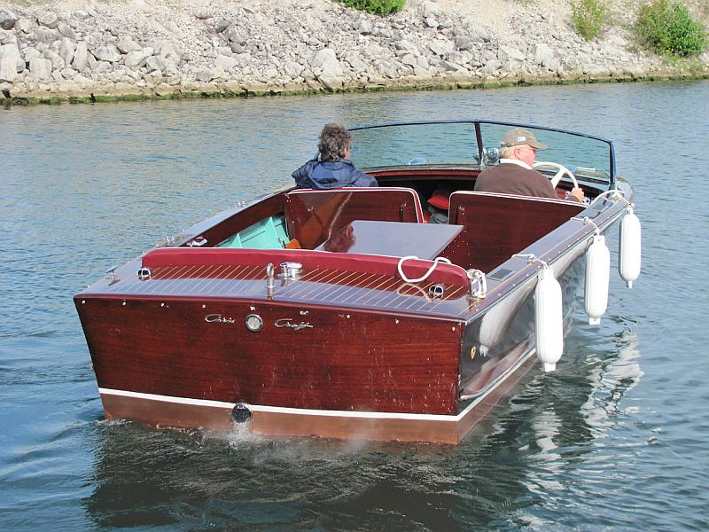 Chris-Craft Holiday: 20 ft. 1954
